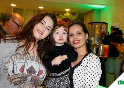 Ana-Luiza-Piccini-a-pqna-Mariana-Rodrigues-e-a-madrinha-Clarianae-Prates-Flores